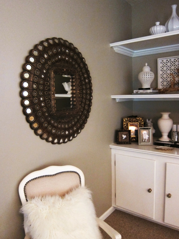 Le grand miroir mural 25 id es pour d 39 arrangement et for Miroir rond forme soleil