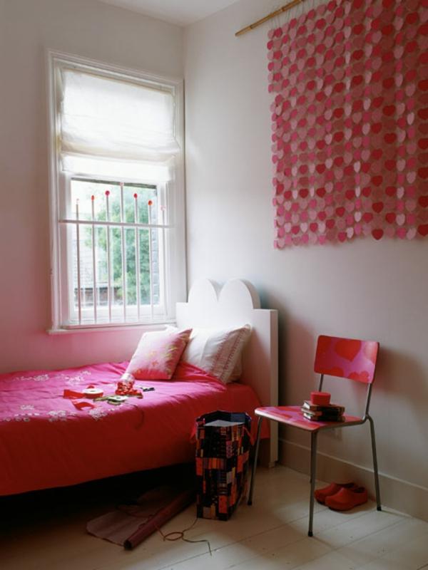 rose-fille-maison-déco-chaise-lit