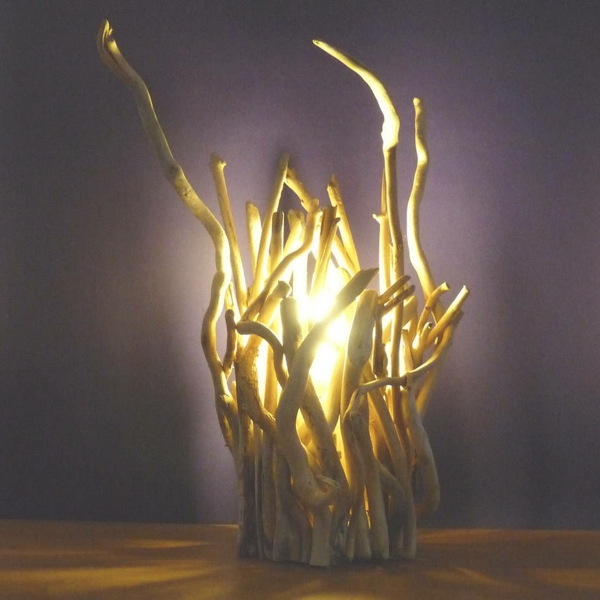 Comment faire une lampe en bois flott for Grande branche bois flotte