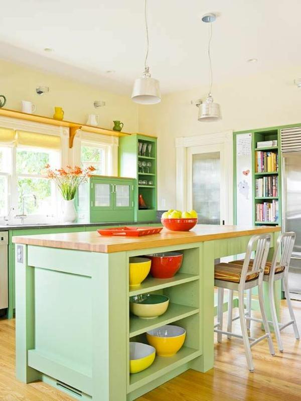 cuisine-avec-ilot-central-utilles-et-couleurs-frais