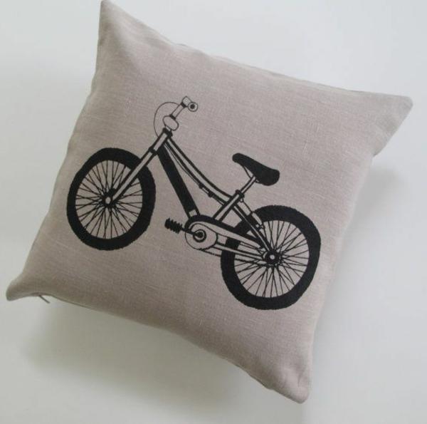 décorer-sa-maison-coussin-vélo