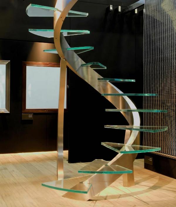 escalier-hélicoïdal-de-fer-et-verre