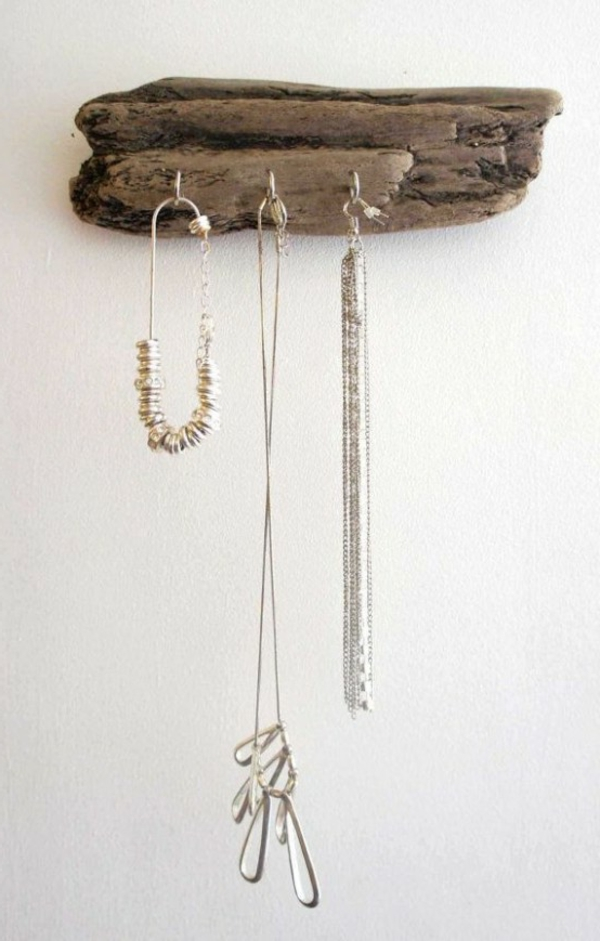 ideas-to-use-driftwood-in-home-decor-37-554x869-resized