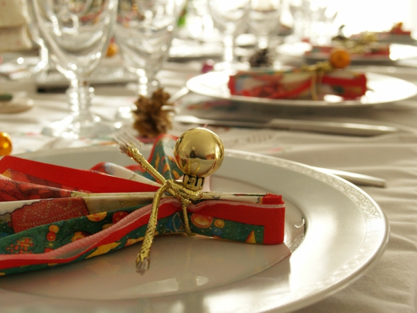 interior-design-ideas-dining-room-fabulous-christmas-dinner-table-decoration-with-colorful-napkins-tied-with-gold-rope-beautiful-christmas-dinner-table-decoration-resized