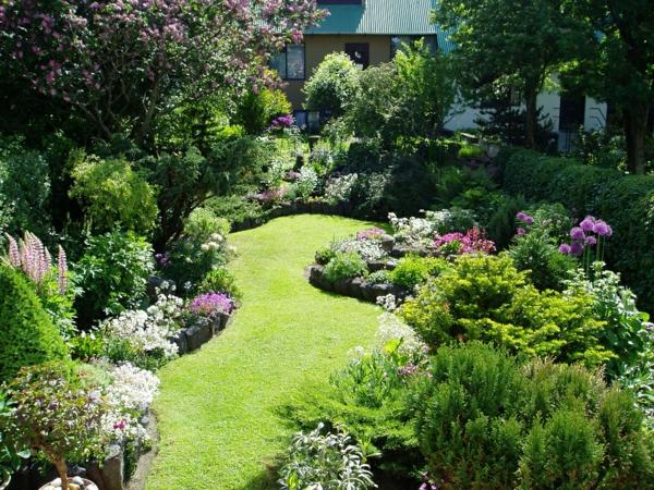 jolie-amenagement-petit-jardin-vert