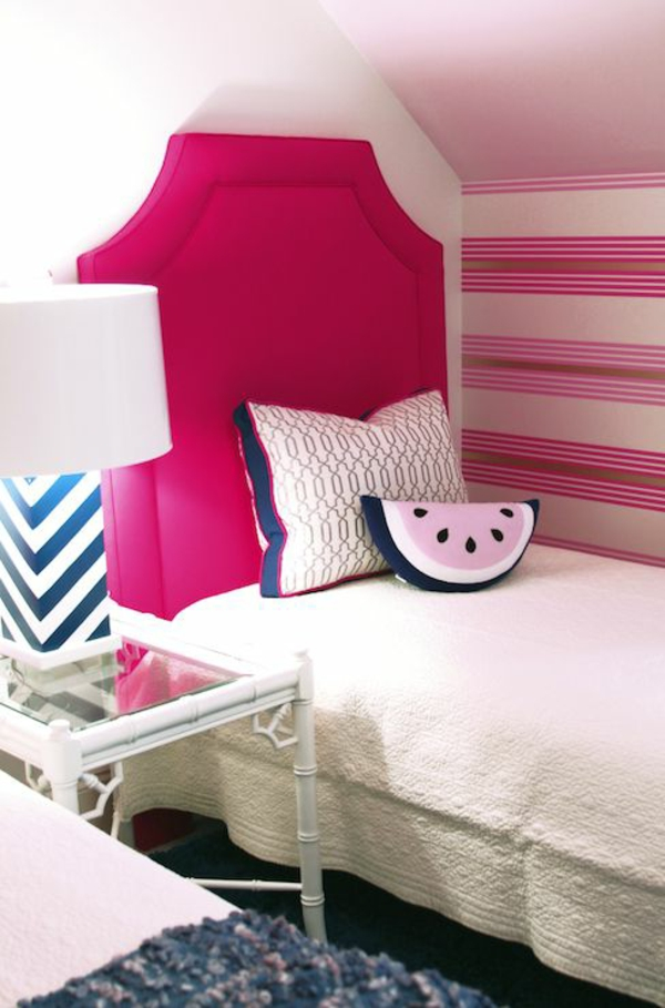 papier-peint-interieur-adoèchambre-rose-rayeur