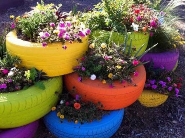 pneu-pot-de-fleur-coloré