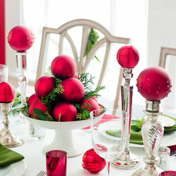 rouge-decoration-de-table-pour-noel-