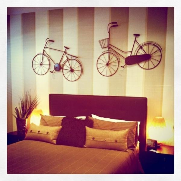 comment d corer sa maison avec un v lo int rieur contemporain artistique. Black Bedroom Furniture Sets. Home Design Ideas