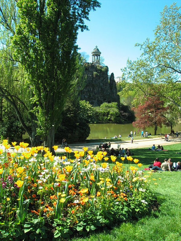 Parc-des-Buttes-Chaumontarchitecture-haussmmannienne