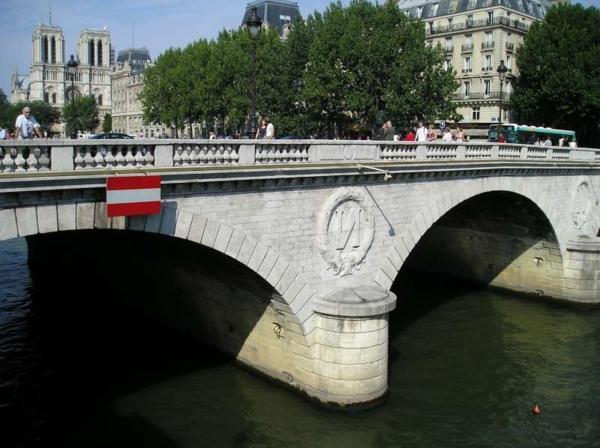 Pont-paris-iledelacité-saintmichel-architecture-haussmmannienne