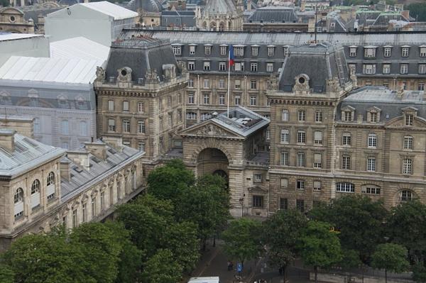 Préfecture-de-police-from-Notre-Dame-de-Paris-architecture-haussmmannienne