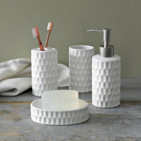 blanc-coloré-sallede-de-bain-accessoires