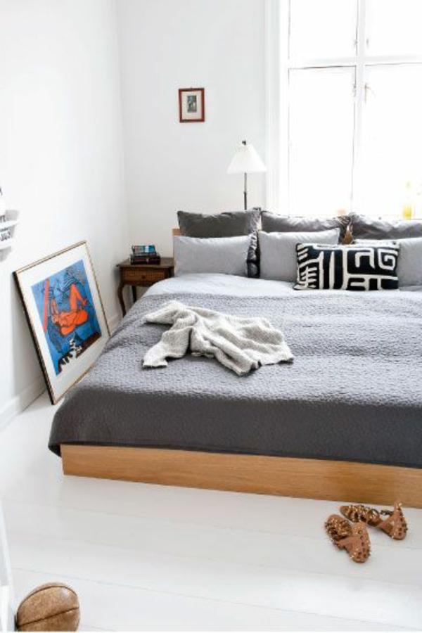 bois-lit-peinture-cussins-fenêtre