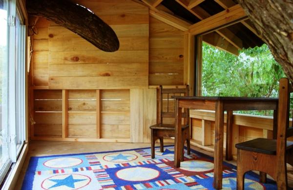 cabane-dans-les-arbres-intérieur-de-bois