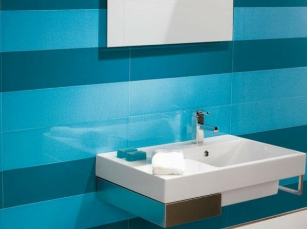 Salle de bain avec carrelage turquoise for Faience bleue salle de bain