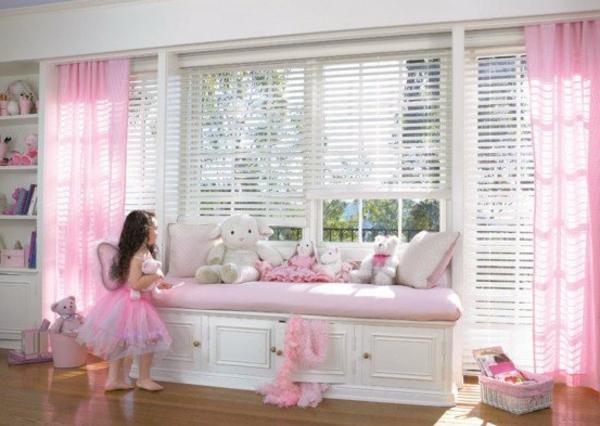 deco-chambre-princesse-roses-blanc
