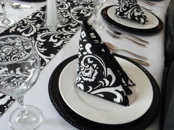 deco-de-table-noir-et-blanc-serviette