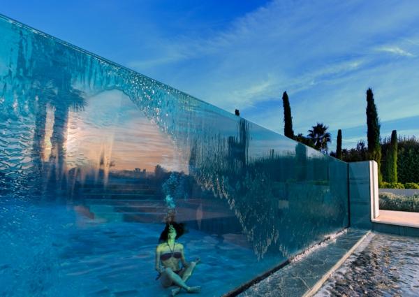 eux-et-piscine-en-verre