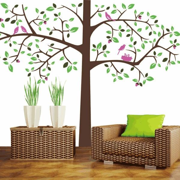 fauteuil-rotin-coussin-vert-sticker-mural-arbre-brun-feil-vert-oiseuax-rose