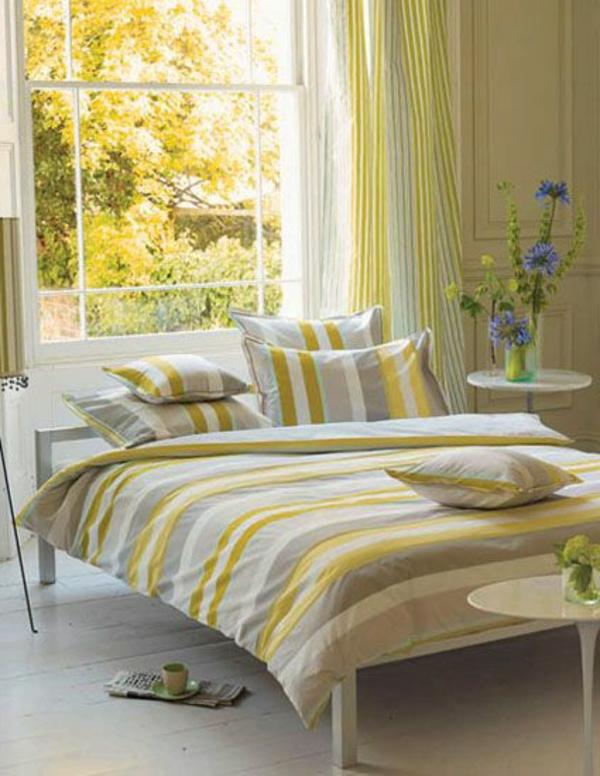 jaune-couverture-coussins-jaune-rideaux