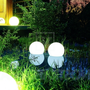 Des lampes solaires- jardin moderne