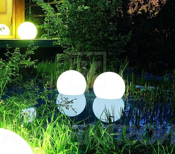 des lampes solaires jardin moderne. Black Bedroom Furniture Sets. Home Design Ideas