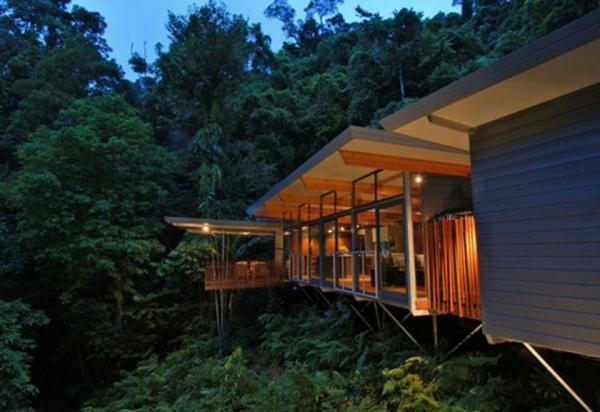 minimaliste-nuit-cabane-dans-les-arbres