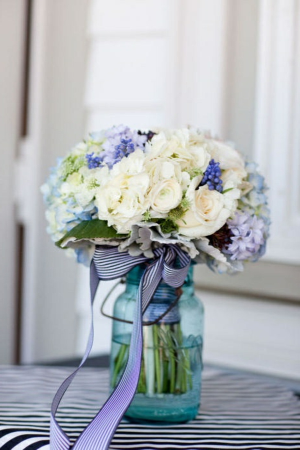 objet-deco-vintage-blanc-violet-fleurs