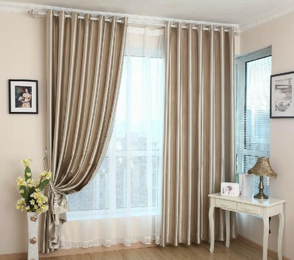 Le rideau occultant pas cher ou luxueu obligatoire pour la chambre coucher for Rideaux chambre a coucher