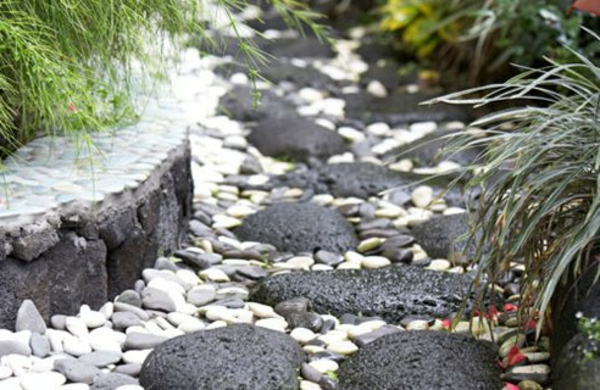 Id es de d coration de jardin pas cher for Decoration de pierre pour jardin