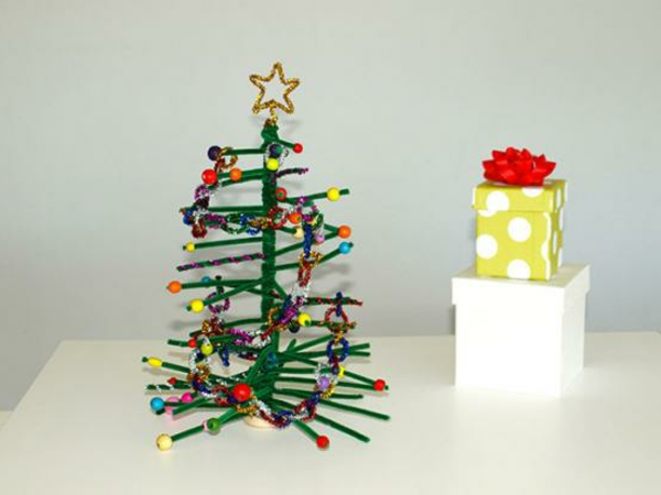 pipe_cleaner_christmas_tree_christmas_decoration_ideas_for_kids_little_birdie_secrets-resized