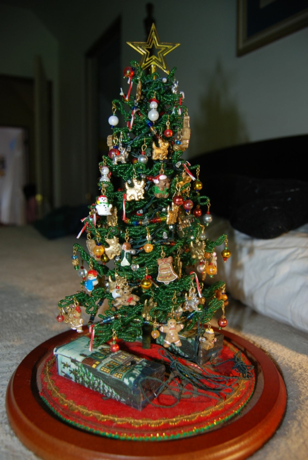 scottie-bling-added-to-tiny-christmas-tree.small-resized