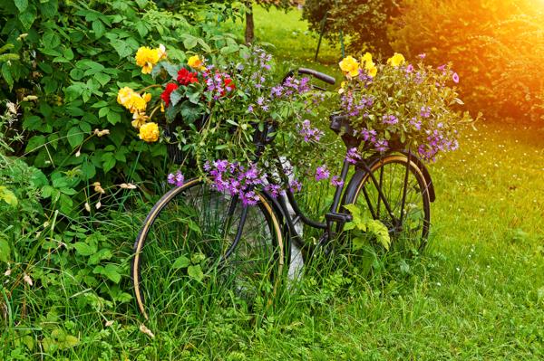 vélo-décoration-de-jardin-pas-cher