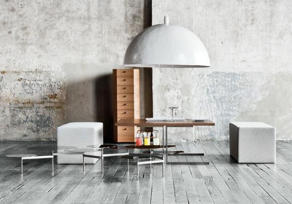 meuble-vintage-deux-tabourets-et-une-grande-lampe