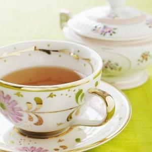 La tasse à thé anglaise - l'art de porcelaine