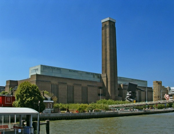 Tate_Modern_viewed_from_Thames_Pleasure_Boat_-_geograph.org.uk_-_307445-resized