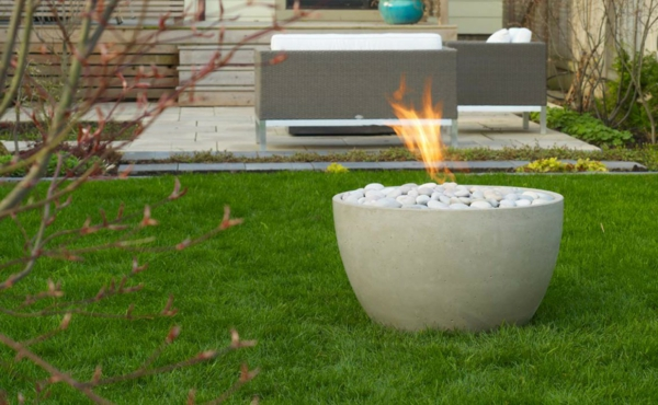 accessories-exterior-captivating-ideas-for-outdoor-living-space-decoration-using-twig-garden-decor-including-grass-garden-floor-and-white-pebble-modern-gas--resized