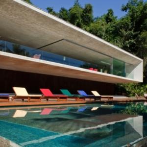 L' architecture aujourd'hui pour la maison au bord de la mer
