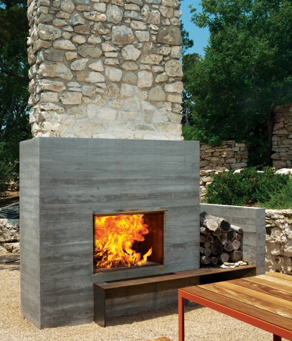 balcones-house-outdoor-fireplace-resized