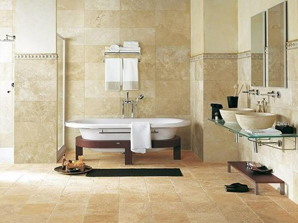 carrelage-mural-pour-la-salle-de-bain-une-baignoire-avec-embase-de-bois