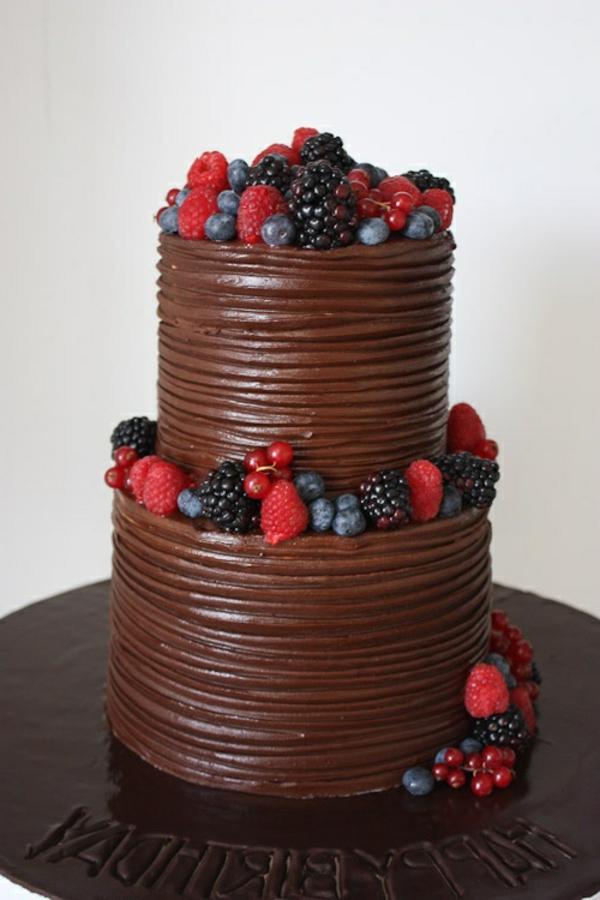 décoration-gateau-anniversaire-chocolat-fruit-de-fôret