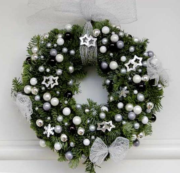 Couronne on pinterest wreaths christmas wreaths and noel - Couronne de porte pour noel ...