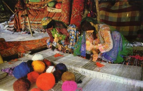 des-femmes-irans-créatives-fabriquent-des-tapis