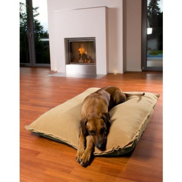 le tapis pour chien grande taille est ici. Black Bedroom Furniture Sets. Home Design Ideas