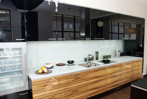 La cuisine bois et noir c 39 est le chic sobre raffin for Placage cuisine