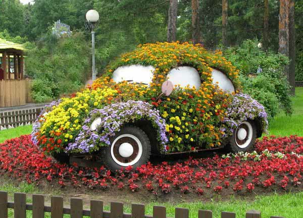garden-decorations-recycling-ideas-backyard-decorating-1-resized