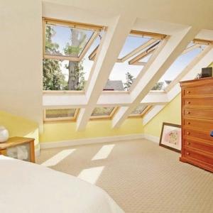 Les fenêtres de toit Velux -stable еt élégant