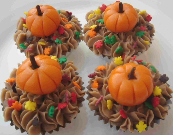 ideas-cool-decoration-ideas-for-thanksgiving-cupcakes-with-mini-pumpkins-above-it-marvelous-thanksgiving-decoration-ideas-resized