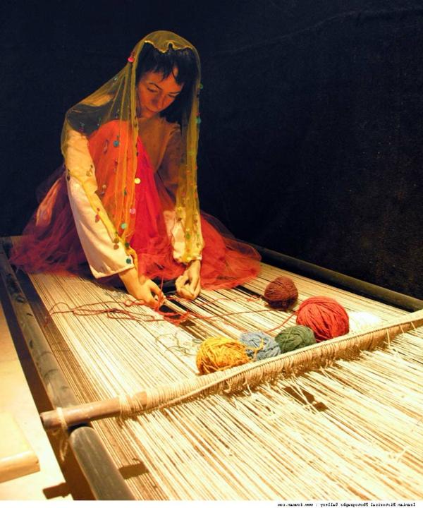 iran-fille-fabriquer-un-tapis-de-laine